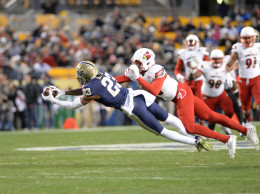 Tyler Boyd makes a diving catch. Jeff Ahearn | Assistant Visual Editor