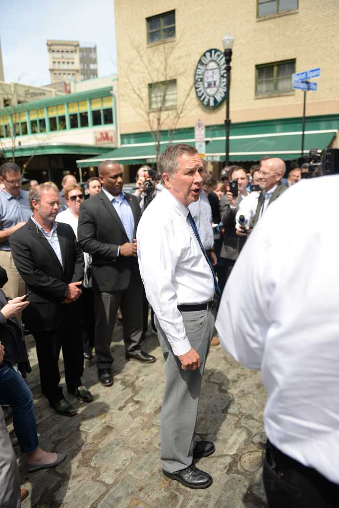 Ohio Governor John Kasich addresses a crowd gathered in Market Square. Alex Nally | Staff Photographer