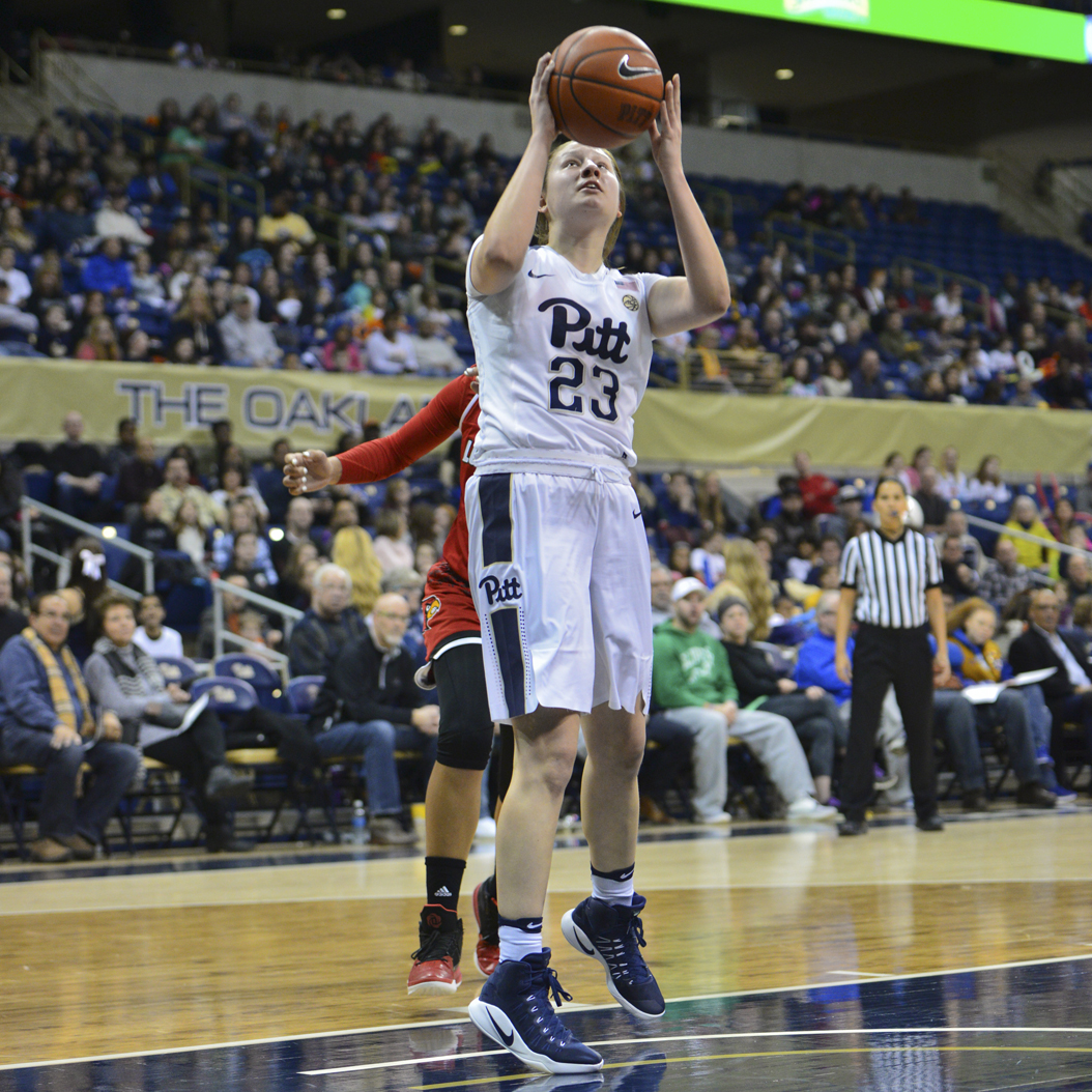 Pitt first-year guard Alayna Gribble scored a career-high 23 points in the Panthers' 93-65 loss at Syracuse Thursday night. Evan Meng | Staff Photographer