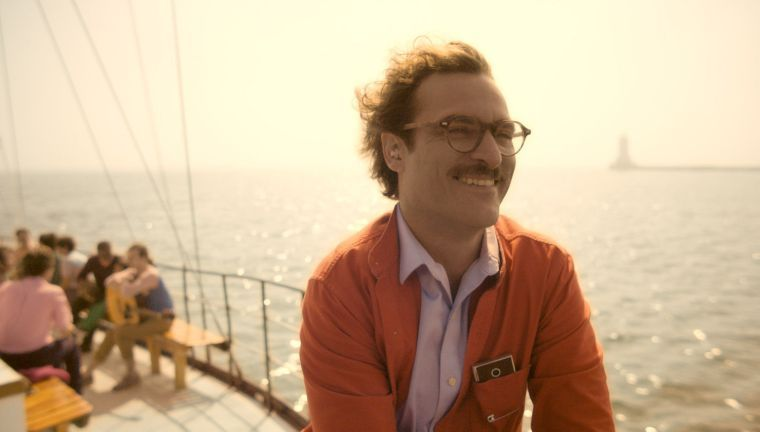 'Her' spins tale of not-quite-surreal romance