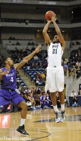 Gallery: Men's Basketball vs. Niagara