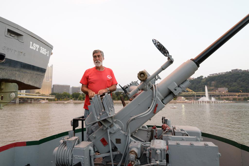 Captain+Bob+Kubota+demonstrates+how+to+load+an+anti-aircraft+gun+with+20mm+shells.