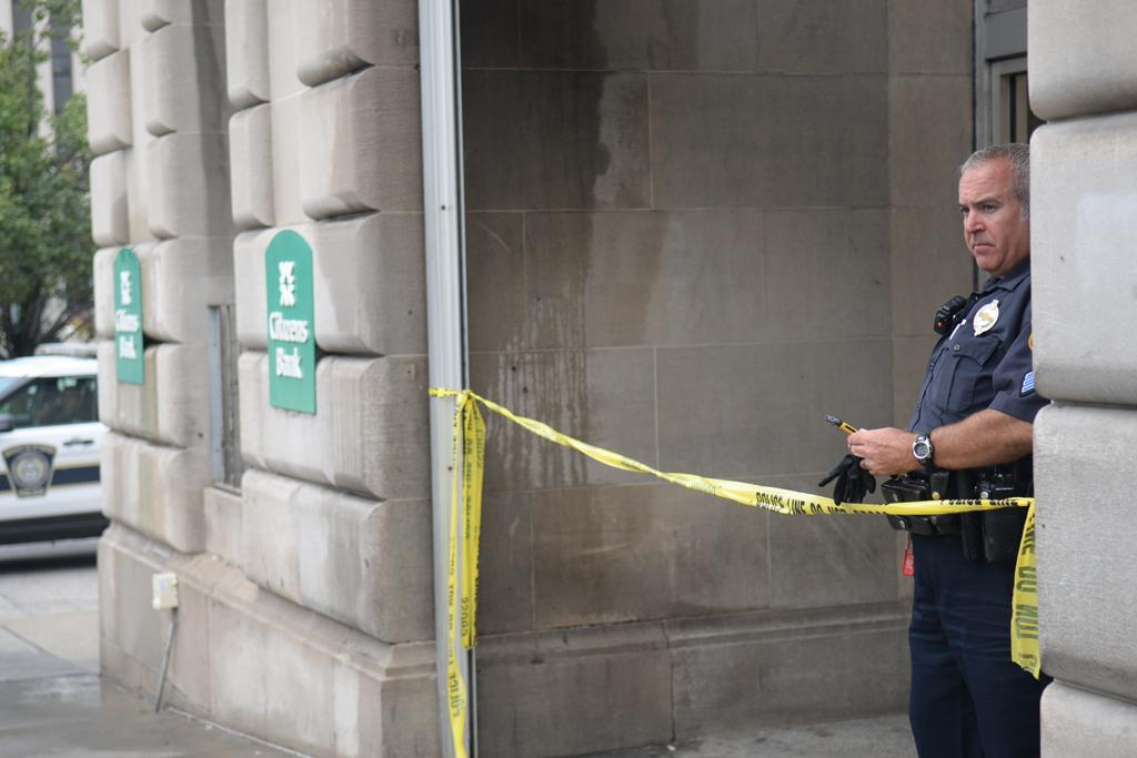The Citizens Bank and 3718 Fifth Ave. was robbed Monday afternoon. Photo: Stephen Caruso / Contributing Editor