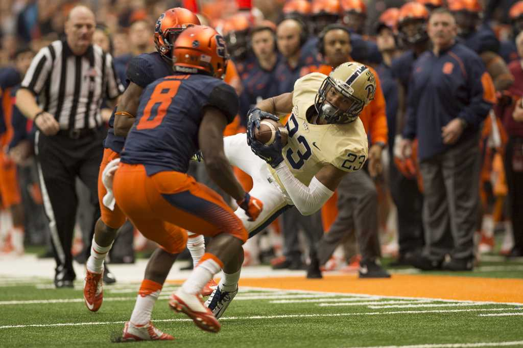Wide Receiver Tyler Boyd makes a critical catch in the game against Syracuse on Saturday.  Photo courtesy of Bryan Cereijo | The Daily Orange