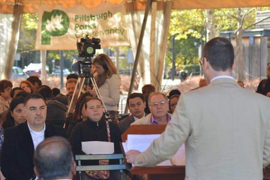 Candidates+for+United+States+naturalization+gather+at+Schenley+Plaza+on+Monday+afternoon+to+officially+become+citizens.++Valkyrie+Speaker+%7C+Staff+Photographer