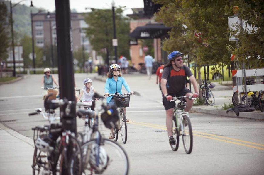 More+bike+lanes+would+increase+safety+for+local+bikers.++Pitt+News+File+Photo