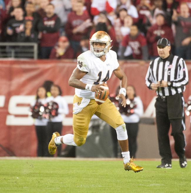 DeShone+Kizer+will+be+dangerous+under+center+for+the+Fighting+Irish.%0APhoto+courtesy+of+Zach+Llorens%2C+The+Observer