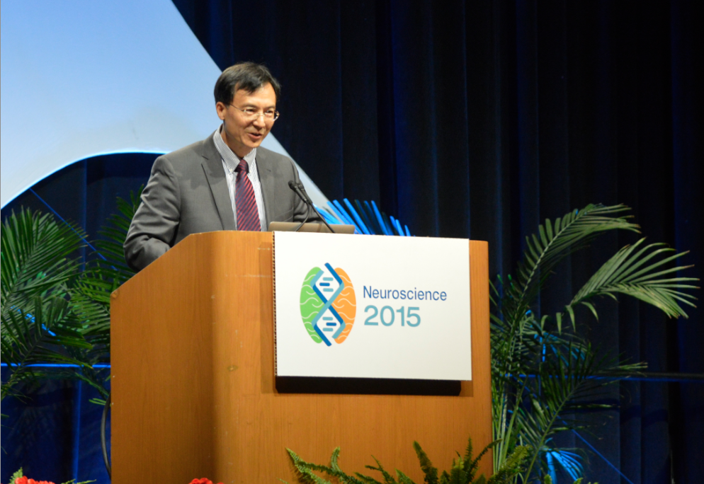 Professor Yan Dong during the 2015 Society for Neuroscience Award Reception Speech | Photo courtesy of Dr. Junshi Wang.