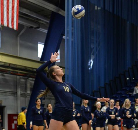 Volleyball splits weekend, drops first home match of season