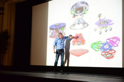Stephen Squyres talks to Pitt students about the Mars Rover. Nikki Moriello / Visual Editor