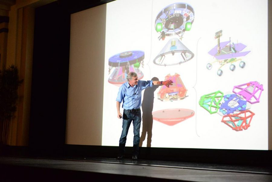 Stephen+Squyres+talks+to+Pitt+students+about+the+Mars+Rover.+Nikki+Moriello+%2F+Visual+Editor