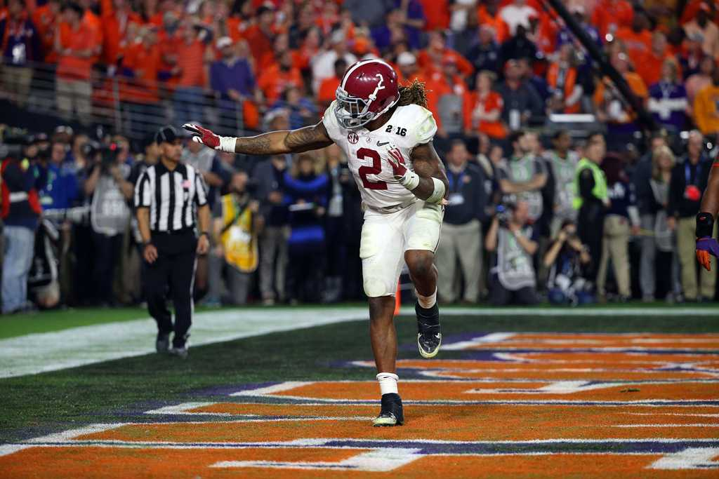 Derrick Henry (2) of the Alabama Crimson Tide strikes a Heisman pose after scoring in the fourth quarter during the National Championship game between the Alabama Crimson Tide and the Clemson Tigers at the University of Phoenix Stadium on Jan. 11, 2016 in Glendale, Ariz. Alabama won 45-40. (Charles Baus/CSM/Zuma Press/TNS)