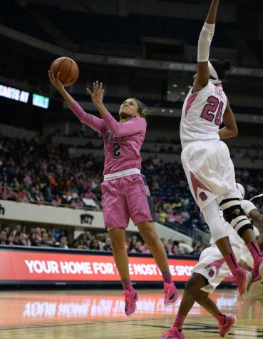 Panthers in pink fall to Syracuse, 70-56