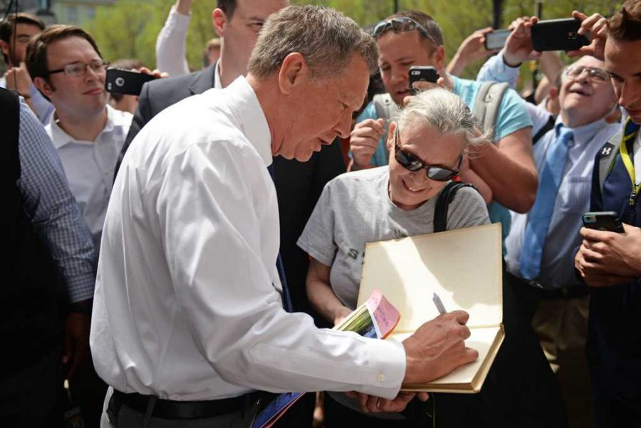 Governor+Kasich+signs+a+yearbook+from+his+high+school.+Alex+Nally+%7C+Staff+Photographer
