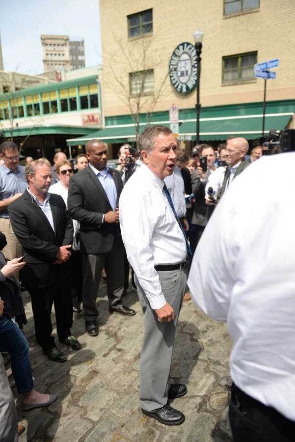 Ohio+Governor+John+Kasich+addresses+a+crowd+gathered+in+Market+Square.+Alex+Nally+%7C+Staff+Photographer+