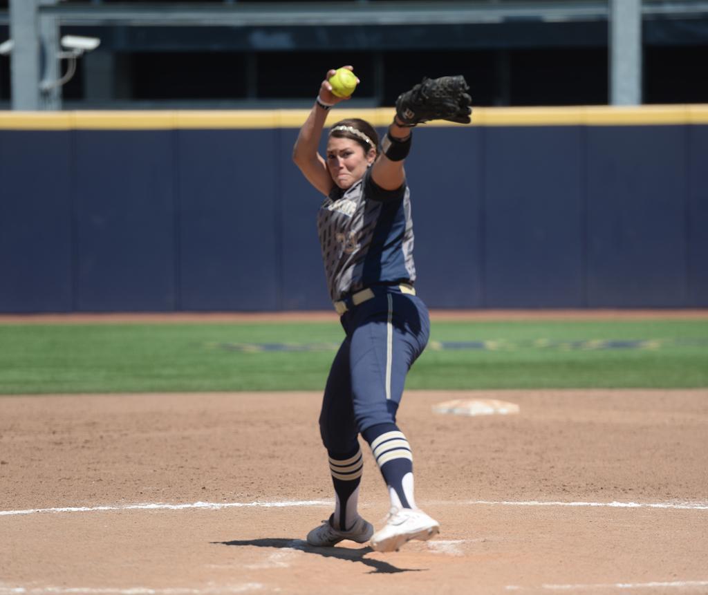 Jenna Modic winds up for a pitch.  Jordan Mondell | Staff Photography