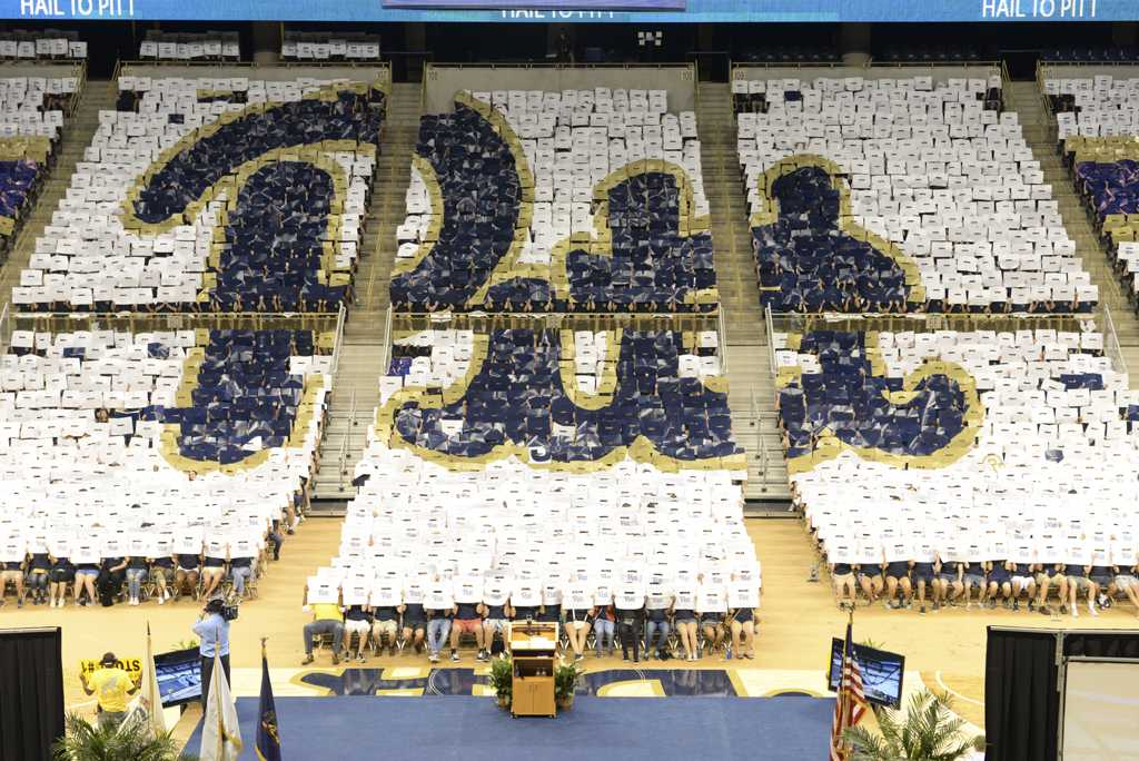 Pitt+students+hold+up+placards+for+their+class+photo.+Stephen+Caruso+%2F+Senior+Staff+Photographer