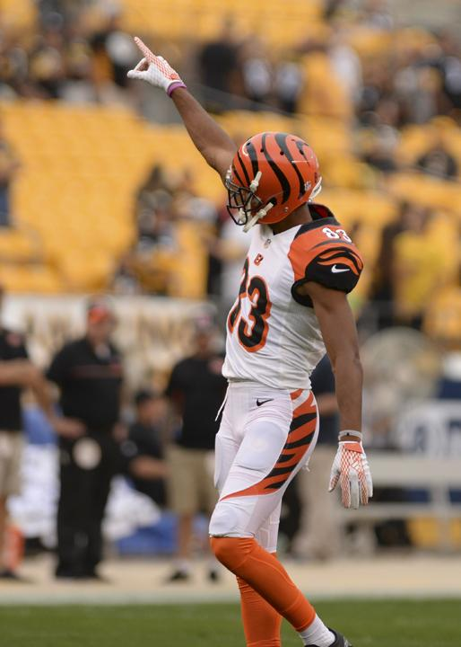 Tyler+Boyd+steps+out+on+to+Heinz+Field+and+greats+Pittsburgh+and+Bengals+fans.+Matt+Hawley+%7C+Staff+Photographer.