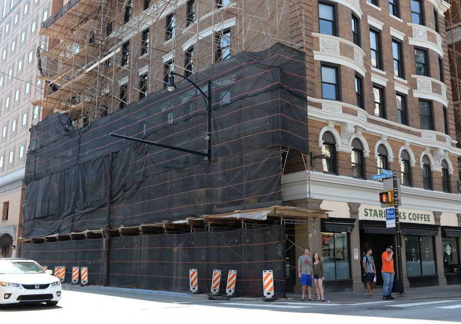 Scaffolding has wrapped buildings on Forbes Avenue for the past six months. Wenhao Wu / Senior Staff Photographer.