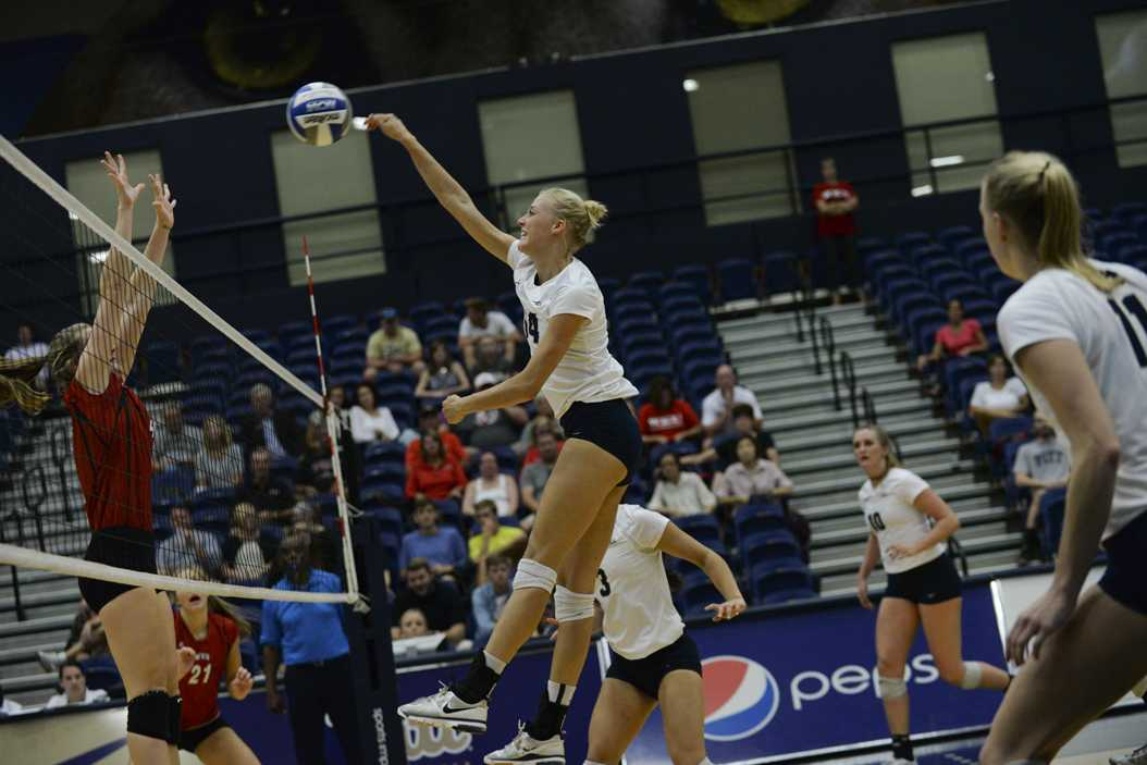 Senior Jenna Potts clinched Pitt's win at Virginia Tech with a match-ending block. Jeff Ahearn | Senior Staff Photographer
