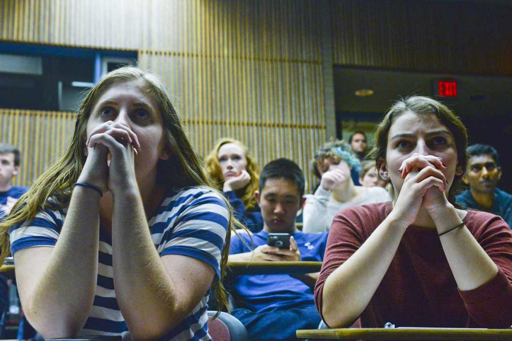 Pitt students watch the first presidential debate Monday night. Stephen Caruso / Senior Staff Photographer
