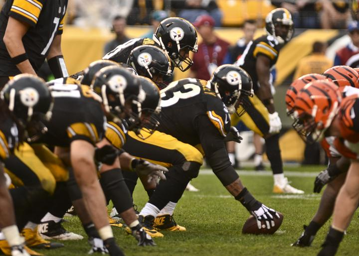 Maurkice+Pouncey+%2853%29+and+the+Steelers+defeated+the+Bengals%2C+24-16%2C+at+Heinz+Field+on+Sunday.+Matt+Hawley+%7C+Staff+Photographer.