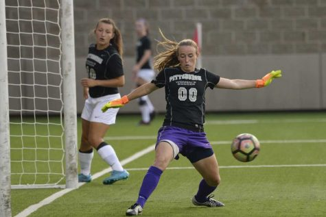 Women's soccer devastated by Notre Dame, 4-0