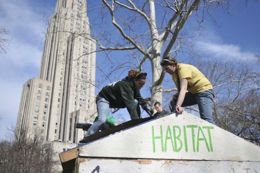 Habitat+for+Humanity+members+build+in+front+of+the+Cathedral+of+Learning.+Pitt+News+File+Photo