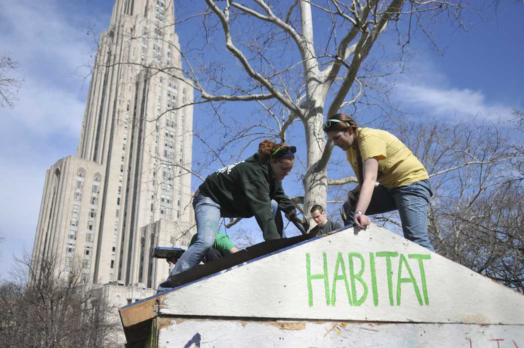 Habitat for Humanity members build in front of the Cathedral of Learning. Pitt News File Photo