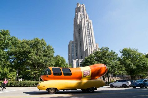 "GALLERY: Oscar Mayer's ""Wienermobile"" Comes to Pitt"