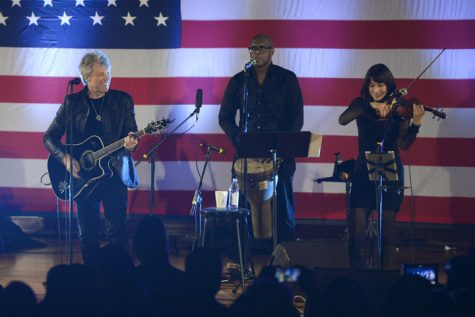 In Pitt visit, Bon Jovi jams for Clinton