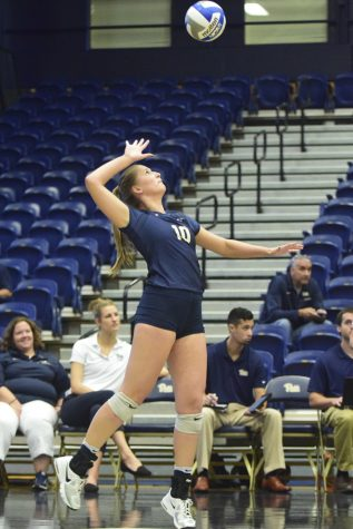 Volleyball loses first conference games in North Carolina