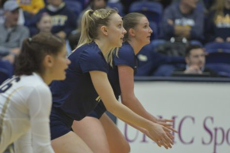 Pitt volleyball splits straight sets during weekend play