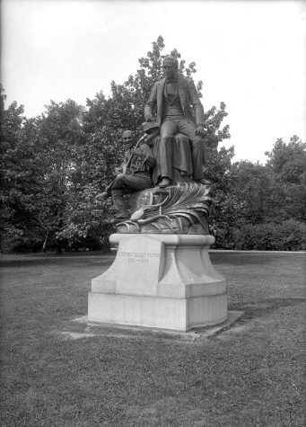 Today, the Stephen Foster statue resides next to Forbes Avenue. Courtesy of University Library Systems