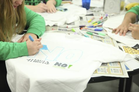 Pitt students decorate t-shirts for It's On Us campaign
