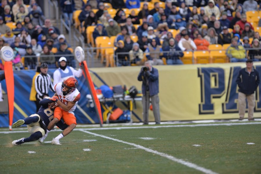 Pitt redshirt sophomore Rafael Araujo-Lopes makes a tackle on special teams in the first half against Syracuse. Steve Rotstein | Contributing Editor