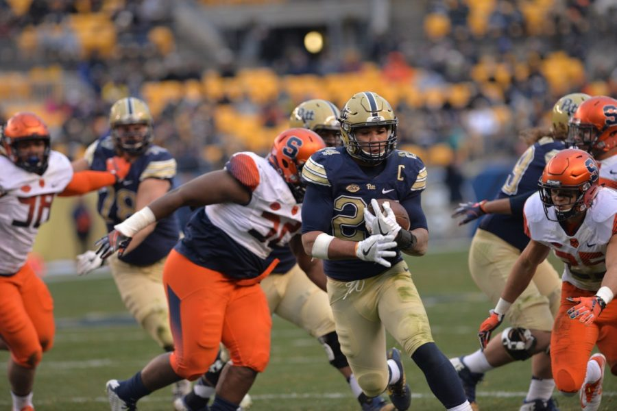 Pitt RB James Conner breaks through a hole in the first half against Syracuse. Steve Rotstein | Contributing Editor