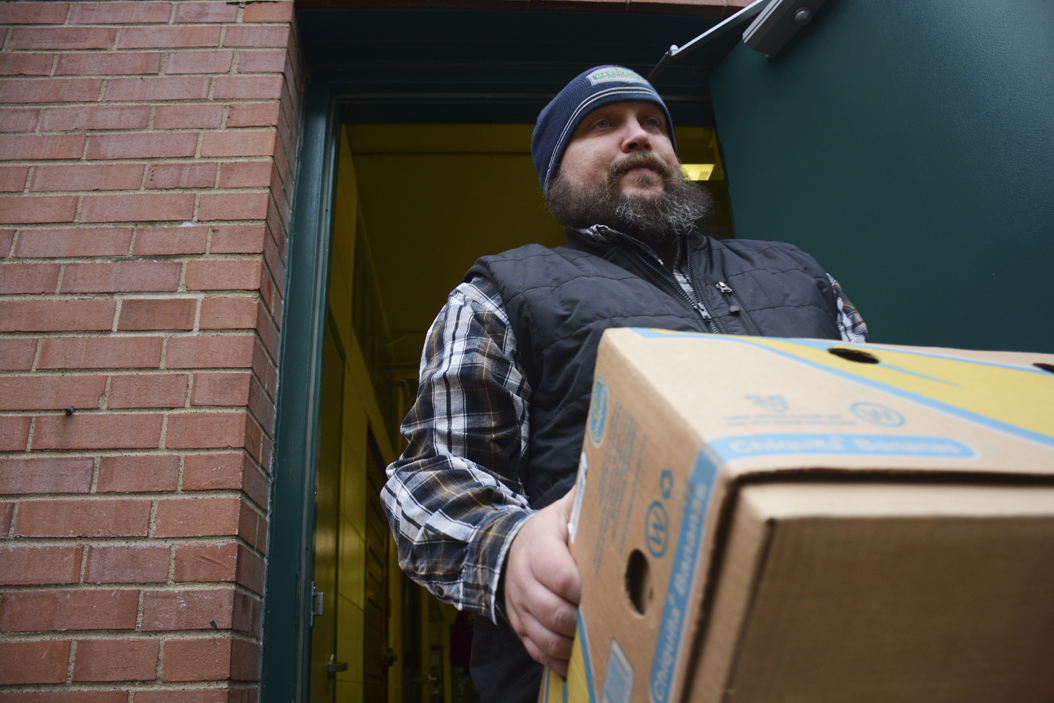 Scott Marshall, 41, carries a box of food to 412 Food Rescue's truck in Carnegie. Stephen Caruso | Online Visual Editor