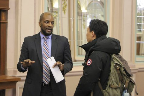 Pitt students, faculty talk diversity with Dean Bonner