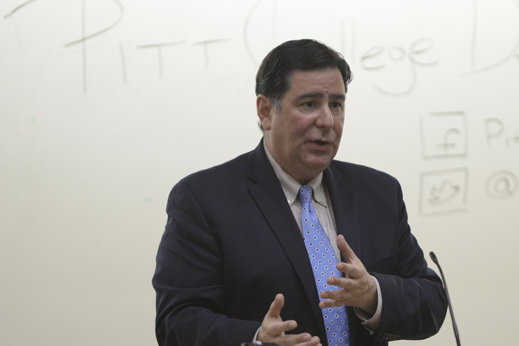 Mayor Bill Peduto speaks to Pitt College Democrats on Sept. 9, 2016. Meghan Sunners | Asst. Visual Editor