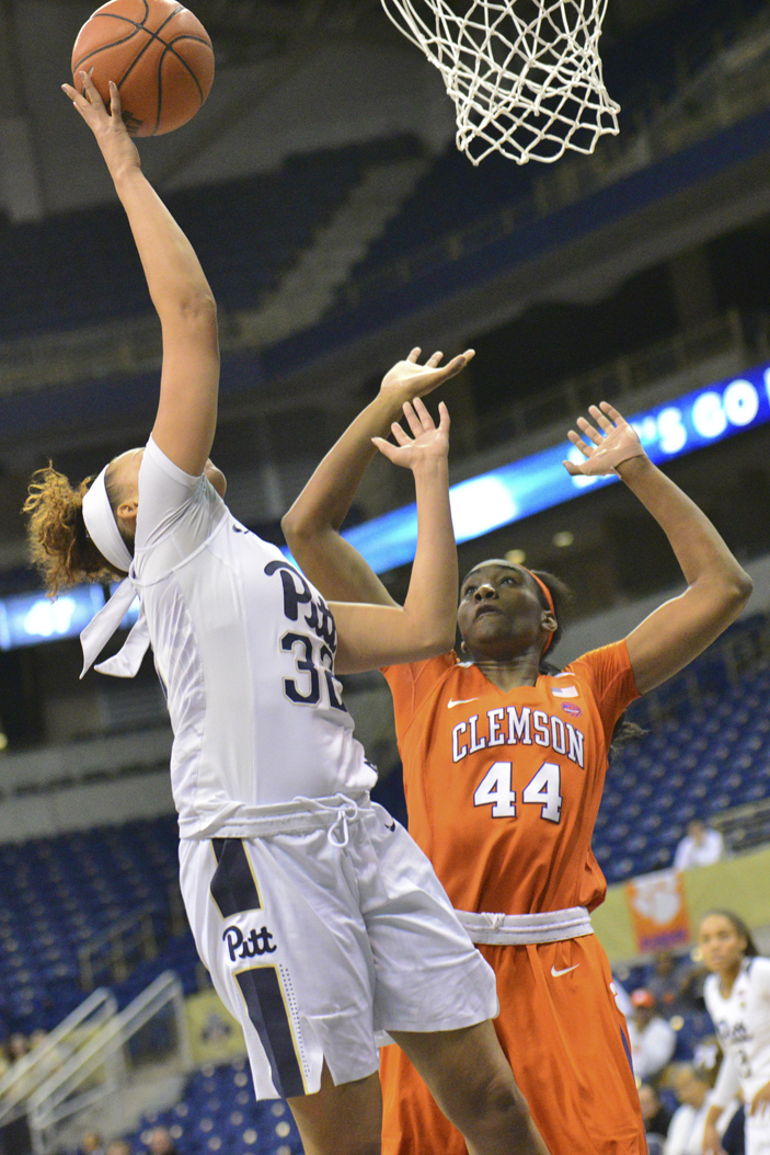 Pitt sophomore forward Kalista Walters (32) tallied a team-high 14 points in a 54-46 loss Thursday vs. Clemson. Anna Bongardino | Staff Photographer