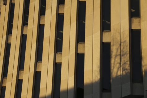 Evening sun shines on the west side of Hillman Library. John Hamilton | Visual Editor