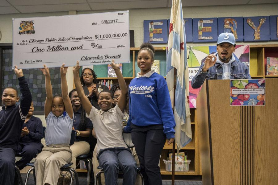 Students+hold+up+a+check+for+%241+million+dollars+from+Chance+the+Rapper%2C+right%2C+who+holds+a+press+conference+at+Westcott+Elementary+School+in+Chicago%27s+Chatham+neighborhood+on+March+6%2C+2017.+%28Zbigniew+Bzdak%2FChicago+Tribune%2FTNS%29