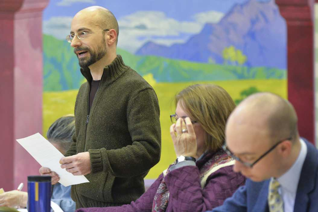 Bob Kollar, an Oakwatch co-chair, ran Wednesday's meeting. John Hamilton | Visual Editor