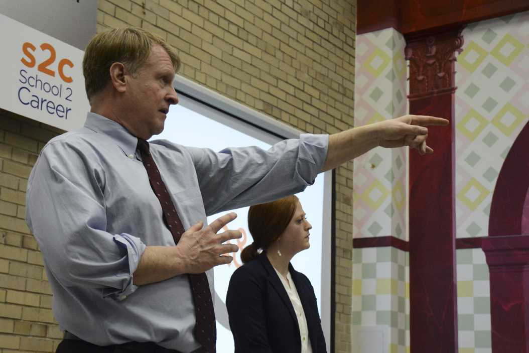 Allegheny County Executive Rich Fitzgerald calls on an Oakland resident to ask a question about the proposed bus rapid transit system. Stephen Caruso | Online Visual Editor