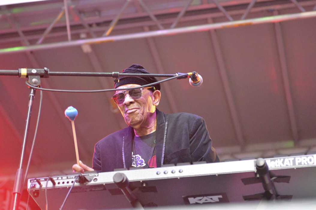 Roy Ayers performs at UPMC Stage on Penn Avenue during The Pittsburgh JazzLive International Festival. Photo by Maria Heines | Staff Photographer)