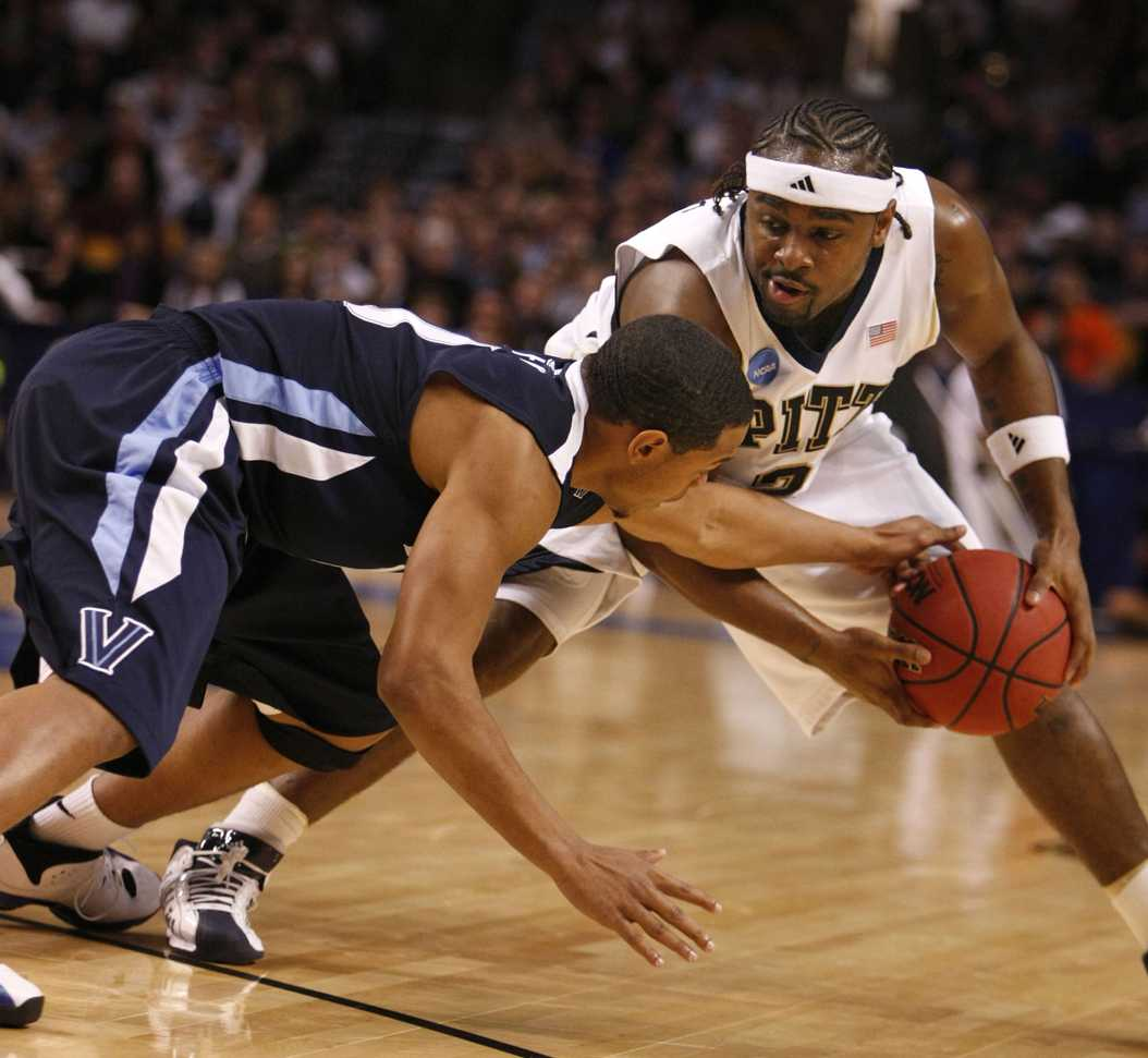 Former point guard Levance Fields handles the ball in Pitt's 78-76 loss to Villanova in the 2009 NCAA Tournament. (Yong Kim/Philadelphia Daily News/MCT)