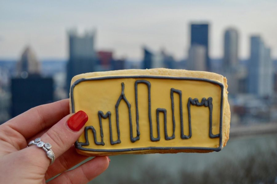 Elaine drew the outline of Pittsburgh's skyline on a cookie. (Photo courtesy of Elaine Khodzhayan)