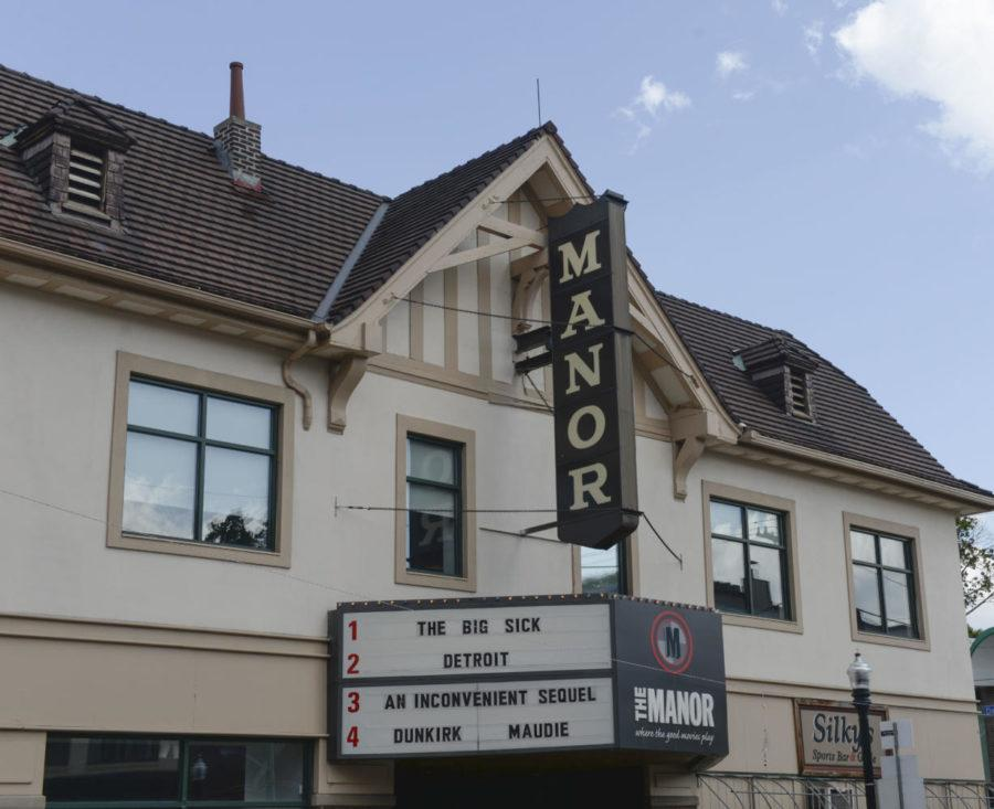 Manor+Theatre+is+located+on+Murray+Ave+in+Squirrel+Hill.+%28Photo+by+Anna+Bongardino+%7C+Visual+Editor%29