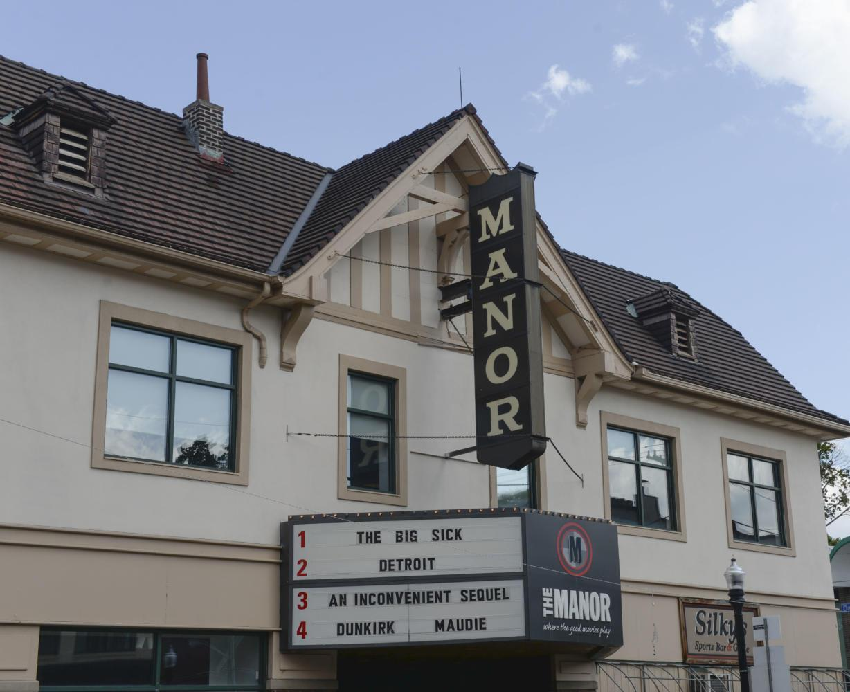 Manor Theatre is located on Murray Ave in Squirrel Hill. (Photo by Anna Bongardino | Visual Editor)